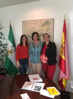 La gerente del Distrito Granada-Metropolitano se reúne con representantes de la Asociación 22q Andalucía